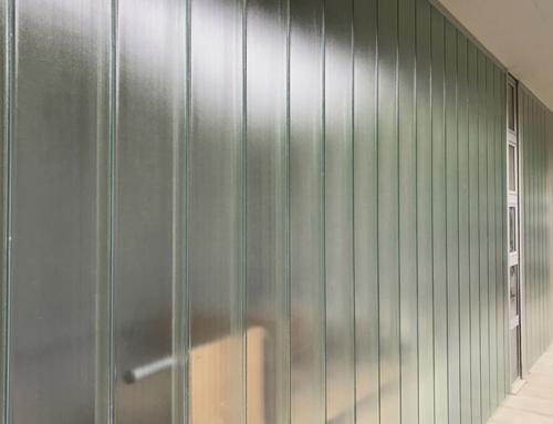 Tancament amb mur de vidre